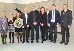 Dr. Werner Geigges (4.v.l.) mit Gattin im Kreise der Laudatoren (Foto: RehaZentren Baden-Württemberg)
